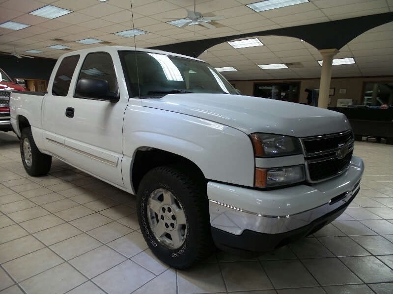 pre owned 2006 chevrolet silverado 1500 ext cab 134 0 wb 4wd lt1 truck in new castle 081488a. Black Bedroom Furniture Sets. Home Design Ideas